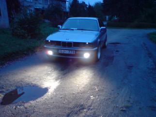 BMW  , 1990