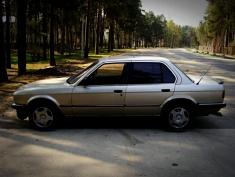 BMW 323 , 1986