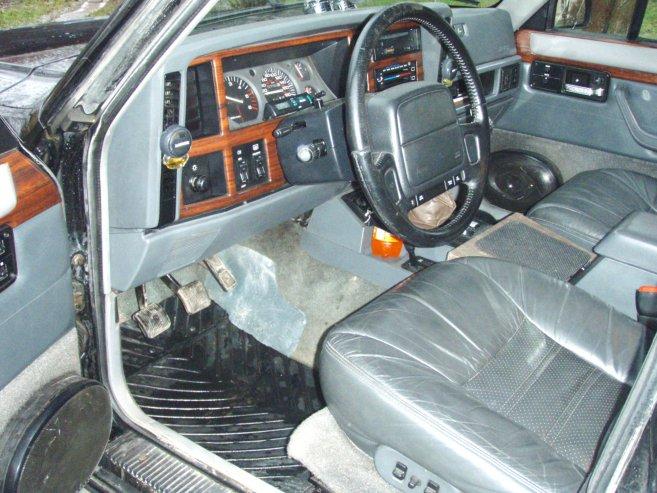 Jeep Cherokee melnais nezvērs, 1995
