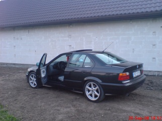 BMW  , 1992