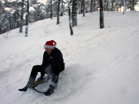 Bildējot košu baltu sniedziņu