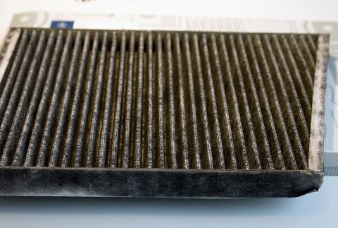 Mercedes-Benz CDI Sudrabs, Salona gaisa filtra maiņa Mercedes-Benz C270