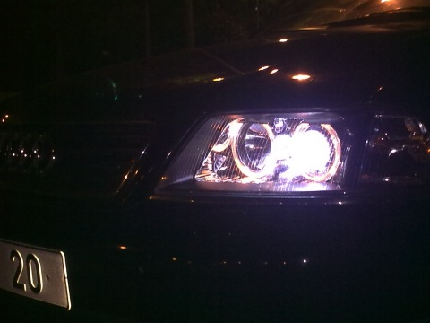 Audi Black Pearl, Xenons =)