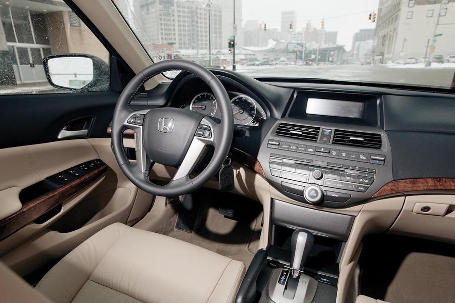 Jaunās Honda Accord 2013 un Honda Jazz 2012